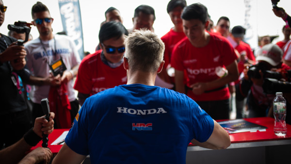 Moriwaki_Althea_Honda_Racing_THA_PitWalk_Sunday_13